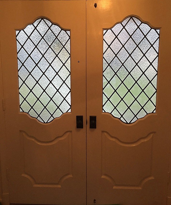 Diamond leaded panels Entryway interior CROP