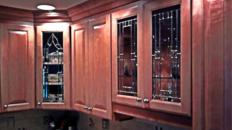 Leaded glass for kitchen cabinets leaded glass cabinet for Beveled glass kitchen cabinets